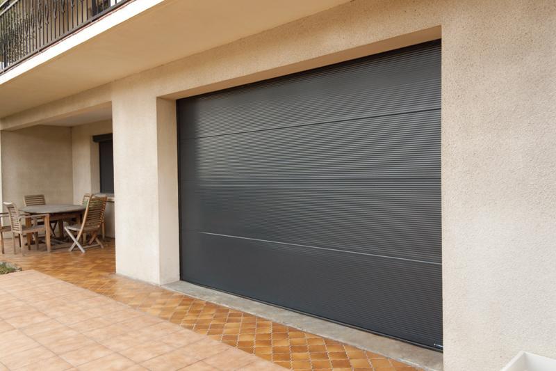 Porte de garage - Confort et Patrimoine | La Baronnie, 73330 Pont de Beauvoisin | Les Echelles | Menuiseries extérieures